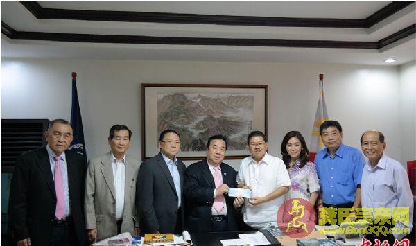 菲律宾龚诗贮基金会代表向菲国台风灾区捐款50万比索